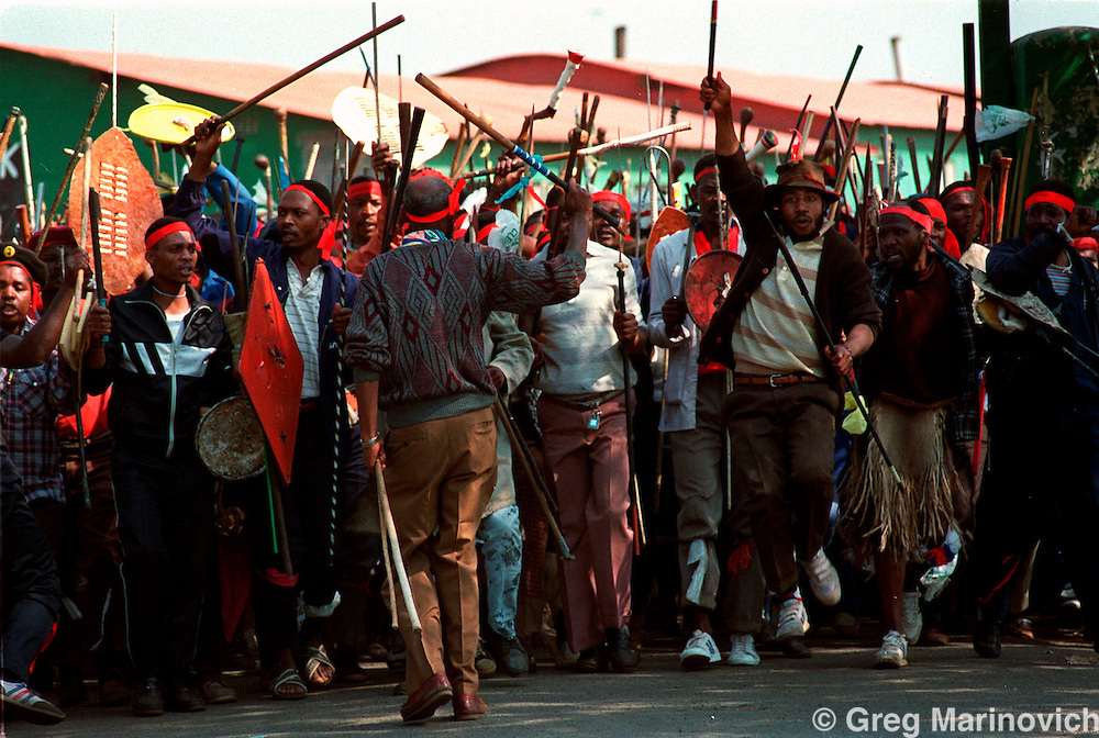 POLITICS TOKOZA SOUTH AFRICA 1991: Inkatha Freedom Party militants form up in a traditional impi or regiment to take on African National Congress supporting residents across a no-go zone in Tokoza township, South Africa, winter 1995. Part of The Dead Zone series. (Photo by Greg Marinovich / Getty Images)