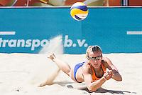ROTTERDAM - Knock-out fase beste 32 ploegen Van der Vlist / Van Gestel (NED) tegen Semmler / Holtwick (Duitsland) , Beachvolleybal , WK Beach Volleybal 2015 , Stadion bij de SS Rotterdam , 01-07-2015 , Sophie van Gestel uit Nederland
