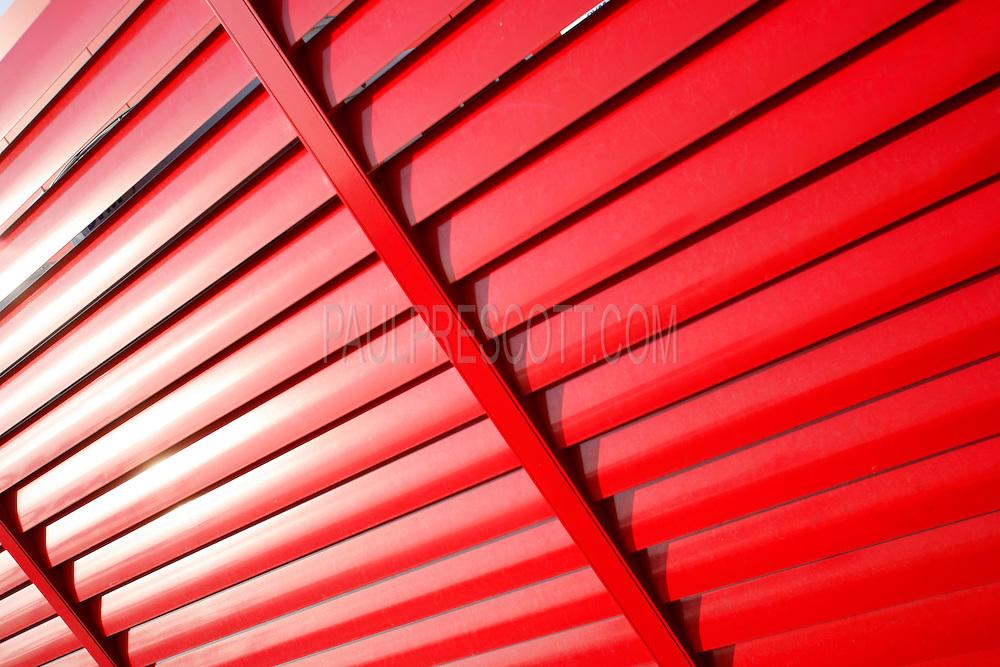 slanted-fence-metal-red-venetian-blinds.jpg | Paul Prescott - World ...: paulprescott.photoshelter.com/image/i0000y5bzwca65au