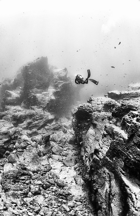 Exploring the unkowkn Rocas Alijos seabed.