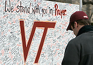 A Virginia Tech student bows his head at a memorial to the victims of the Virginia Tech shootings in Blacksburg, Virginia April 18, 2007. REUTERS/Rick Wilking (UNITED STATES)