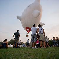 Ferrara 16/09/2011.Ferrara Baloon Fair, Fiera delle mongolfiere..La famiglia Charbonnier di Aosta espone le sue mongolfiere da quella a 4 posti fino alla piu grande d'europa da 22 posti.....ph. Stefano Meluni