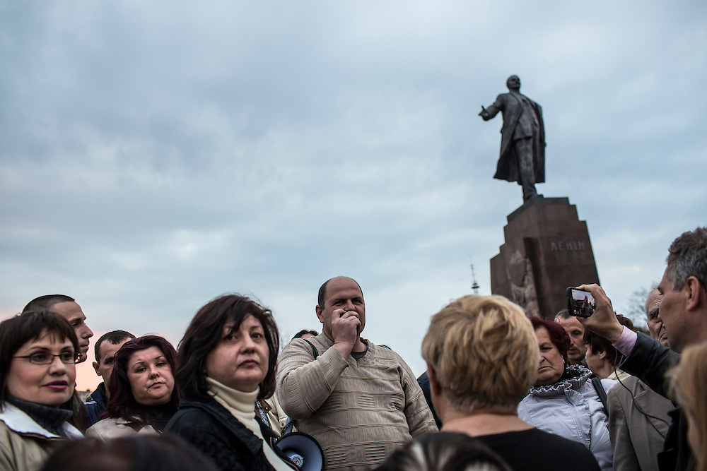 KHARKIV, UKRAINE - APRIL 22: Volodymyr Varshavskiy (C), a blogger and local mechanic who is seeking to take the office of Kharkiv regional governor through a quasi-democratic popular mandate, speaks to a crowd below a statue of Russian revolutionary leader Vladimir Lenin on Freedom Square on what would have been his 144th birthday on April 22, 2014 in Kharkiv, Ukraine. Pro-Russian activists have been occupying government buildings and demanding greater autonomy in many Eastern Ukrainian cities in recent weeks. (Photo by Brendan Hoffman/Getty Images) *** Local Caption *** Volodymyr Varshavskiy