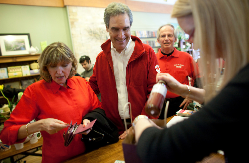 Liberal leader Michael Ignatieff and his wife Zsuzsanna Zsohar do some shopping during a campaign stop in Paris, Ontario April 30, 2011.<br /> REUTERS/Geoff Robins (CANADA)