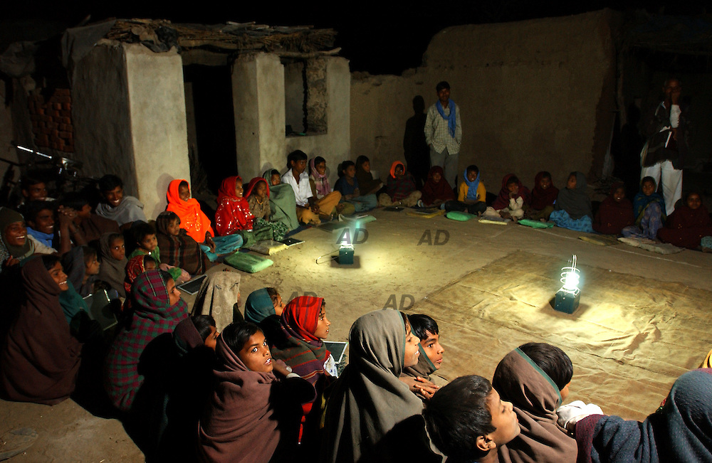 Dhoulpuria village, 50 km from Tilonia, Barefoot College night school.