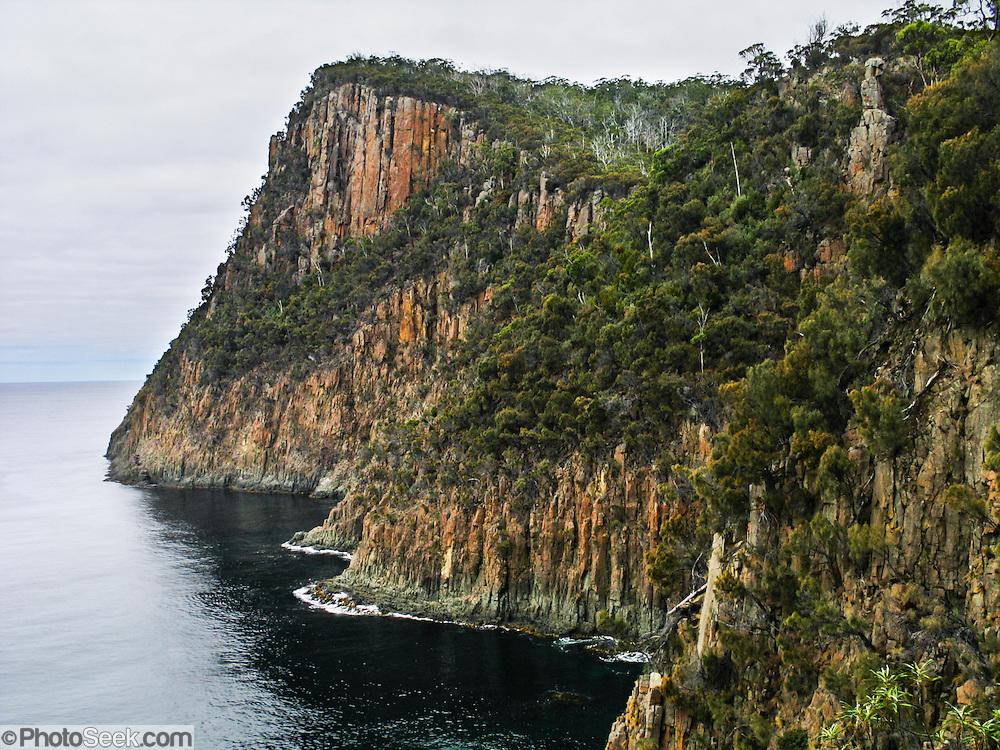 external image 04AUS-30139-Fluted-Cape-Tasmania.jpg