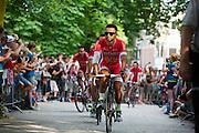 Het Franse team Cofidis passeert de wielerliefhebbers. In Utrecht vindt met de presentatie van de renners het eerste offici&euml;le deel plaats van de Grand Depart. Op 4 juli start de Tour de France in Utrecht met een tijdrit. De dag daarna vertrekken de wielrenners vanuit de Domstad richting Zeeland. Het is voor het eerst dat de Tour in Utrecht start.<br /> <br /> The French team Cofidis passes the fans. In Utrecht the riders present themselves as the first official moment of the Grand Depart . On July 4 the Tour de France starts in Utrecht with a time trial. The next day the riders depart from the cathedral city direction Zealand. It is the first time that the Tour starts in Utrecht.