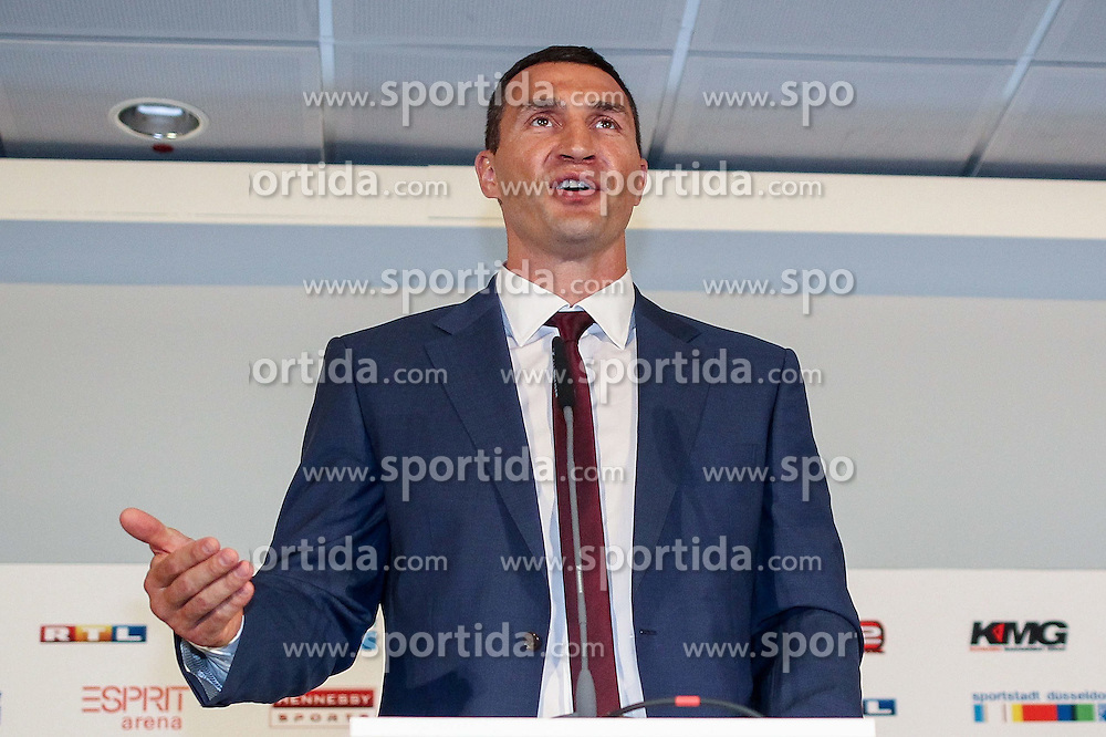 21.07.2015, Esprit Arena, D&uuml;sseldorf, GER, WBA Boxkampf, Wladimir Klitschko vs Tyson Fury, im Bild Wladimir Klitschko // during a pressconference of the WBA fight between Wladimir Klitschko and Tyson Fury at the Esprit Arena in D&uuml;sseldorf, Germany on 2015/07/21. EXPA Pictures &copy; 2015, PhotoCredit: EXPA/ Eibner-Pressefoto/ Sch&uuml;ler<br /> <br /> *****ATTENTION - OUT of GER*****