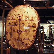 The church burned most of the confiscated drums; therefore, only about 70 drums remain today, almost all in foreign museums. Like this in the National Museum in Copenhagen. Nationalmuseet i København.
