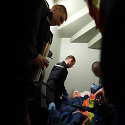 Reportage sur le quotidien des sapeurs-pompiers du CIS Sud-Agglo (SDIS 38 Is&egrave;re). Man&oelig;uvres de d&eacute;sincarc&eacute;ration, secours &agrave; victimes, entra&icirc;nement cynophile, incendie dans un parking, feu de pavillon de nuit.<br /> Mars 2010 / &Eacute;chirolles (38) / FRANCE<br /> Voir le reportage complet (80 photos) http://sandrachenugodefroy.photoshelter.com/gallery/2010-04-Activite-des-pompiers-du-CIS-Sud-agglo-SDIS-38-Complet/G0000fmJmucd8d9E/C0000yuz5WpdBLSQ