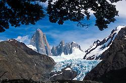 Patagonia, Argentina. 01/2004.O Monte Fitz Roy. Parque Nacional Los Glaciares, El Chalten, Provincia de Santa Cruz. Patagonia e uma regiao natural no extremo sul do continente americano que abarca a parte sul do Chile e da Argentina, incluindo os chamados Andes patagonicos./ Fitz Roy Mount. Glaciers National Park, El Chalten, Santa Cruz Province. Patagonia is the portion of South America in Argentina and Chile made up of the Andes mountains to the west and south, and plateaux and low plains to the east..Foto © Adri Felden/Argosfoto