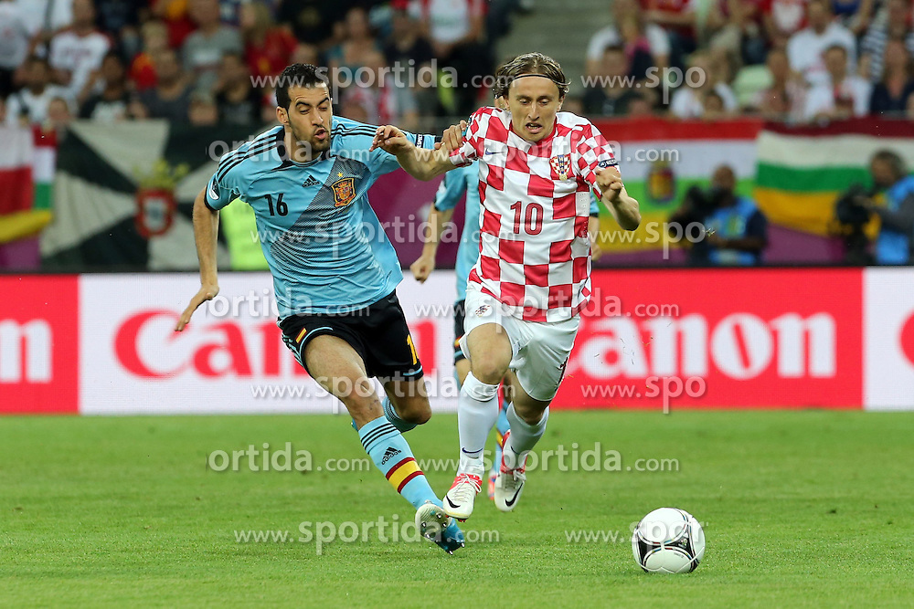 18.06.2012, Arena Gdansk, Danzig, POL, UEFA EURO 2012, Kroatien vs Spanien, Gruppe C, im Bild SERGIO BUSQUETS (L) LUKA MODRIC (P) // during the UEFA Euro 2012 Group C Match between Croatia and Spain at the Arena Gdansk, Gdansk, Poland on 2012/06/18. EXPA Pictures © 2012, PhotoCredit: EXPA/ Newspix/ Jakub Piasecki..***** Jakub Piasecki..***** ATTENTION - for AUT, SLO, CRO, SRB, SUI and SWE only *****