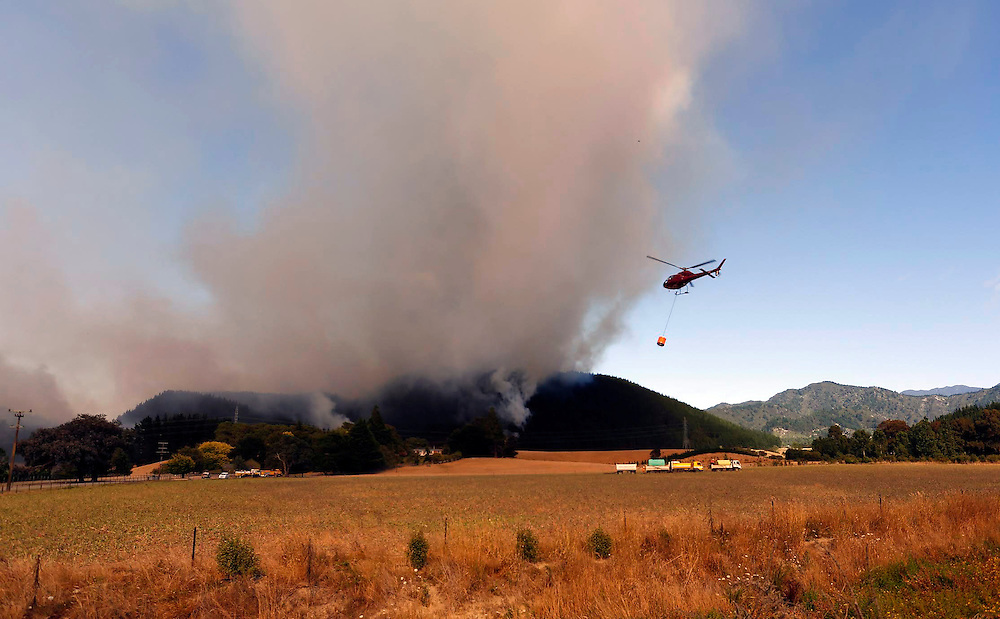 A large forest fire burning between Onamalutu Valley and State Highway 6, northwest of Renwick, Blenheim, New Zealand, Thursday, February 05, 2015. Credit:SNPA / Anthony Phelps