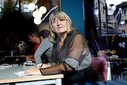 Mannheim | 13.09.2010<br /> EMMA-Herausgeberin Alice Schwarzer bei der Arbeit als Kolummnistin fuer BILD im Landgericht Mannheim waehrend des Prozesses gegen den Wetter-Moderator Joerg Kachelmann.<br /> @peter-juelich.com