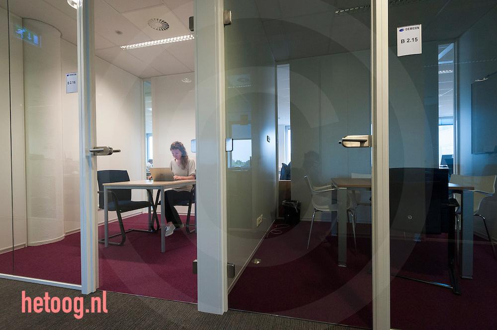 The Netherlands, Nederland Enschede 25june2015              Clear Flight Solution in de startup vleugel bij Demcon in Enschede. de bedrijven Clear Flight Solutions (CFS) 'QMicro' (vloeistofdynamica), '52 degrees North' een app ontwikkelaar en 'Bubclean' (ultra sonisch reinigen' hebben onderdak gevonden bij Demcon in Enschede. Demcon had ruimte over en heeft enkele startups onderdak geboden, waardoor kruisbestuiving kan ontstaan in de technieksector.