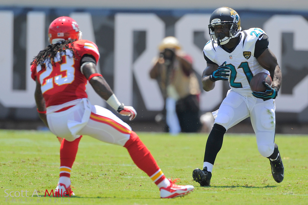Jacksonville Jaguars running back Justin Forsett (21) runs up filed with the ball during the Jags 28-2 loss to the Kansas City Chiefs at EverBank Field on Sept. 8, 2013 in Jacksonville, Florida. The <br /> <br /> &copy;2013 Scott A. Miller