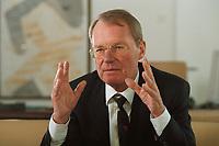 13 JAN 2000, BERLIN/GERMANY:<br /> Hans-Olaf Henkel, Pr&auml;sident des Bundesverbandes der Deutschen Industrie, BDI, w&auml;hrend einem Interview in seinem B&uuml;ro<br /> Hans-Olaf Henkel, President of the Federalassociation of the German Industrie, during an interview, in his office<br /> IMAGE: 20000113-01/02-05
