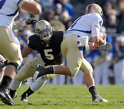 Linebacker Manti Te'o (5) gets a hand on Tulsa QB G.J. Kinne.