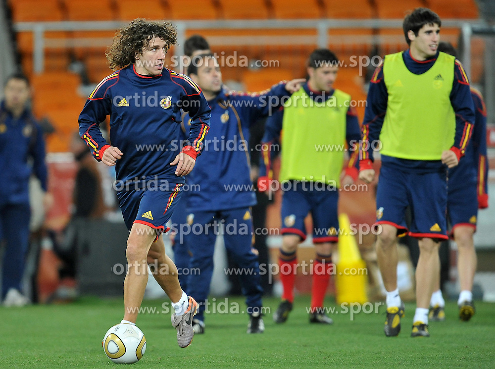10.07.2010, Soccer City Stadium, Johannesburg, RSA, FIFA WM 2010, Training Spanien im Bild Carles Puyol, EXPA Pictures © 2010, PhotoCredit: EXPA/ InsideFoto/ Perottino *** ATTENTION *** FOR AUSTRIA AND SLOVENIA USE ONLY! / SPORTIDA PHOTO AGENCY
