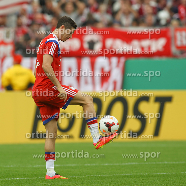 17.08.2014, Preussenstadion, Muenster, GER, DFB Pokal, SC Preussen Muenster vs FC Bayern Muenchen, 1. Runde, im Bild Sommer-Neuzugang Robert Lewandowski (FC Bayern Muenchen #9) // during the 1st round match of German DFB Pokal between SC Preussen Muenster vs FC Bayern Munich at the Preussenstadion in Muenster, Germany on 2014/08/17. EXPA Pictures &copy; 2014, PhotoCredit: EXPA/ Eibner-Pressefoto/ Schueler<br /> <br /> *****ATTENTION - OUT of GER*****