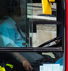 2015-06-18 Bus driver reads newspaper whilst negotiating heavy London traffic