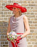 9-7-2015 - ZEVENHUIZEN - Koningin M&aacute;xima der Nederlanden verricht donderdag 9 juli in Zevenhuizen (gemeente Zuidplas) de offici&euml;le opening van het Leontienhuis, dat ondersteuning biedt aan mensen met eetstoornissen samen met leontien van moorsel en  haar man Michael Zijlaard en haar dochter . COPYRIGHT ROBIN UTRECHT<br /> 9-7-2015 - Zevenhuizen - Queen M&aacute;xima and leontien van moorsel  of the Netherlands conducted Thursday, July 9th in Zevenhuizen (municipality Zuidplas) the official opening of the Leontien House, which provides support to people with eating disorders. COPYRIGHT ROBIN UTRECHT Koningin Maxima tijdens haar bezoek aan het Leontienhuis, een initiatief van oud-wielrenster Leontien Zijlaard-van Moorsel, die in 2008 de Stichting Leontien Foundation heeft opgericht. De stichting is ontstaan vanuit haar eigen ervaring met anorexia nervosa, het herstel, en de wens ook anderen te willen ondersteunen in de strijd tegen eetstoornissen.