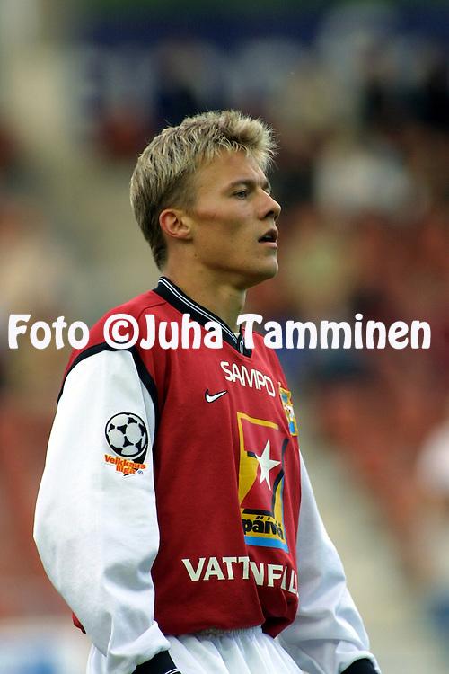 30.07.2001 Helsinki, Finland. Veikkausliiga, FC Jokerit v Myllykosken Pallo-47. Sampsa Timoska (MyPa)..©JUHA TAMMINEN