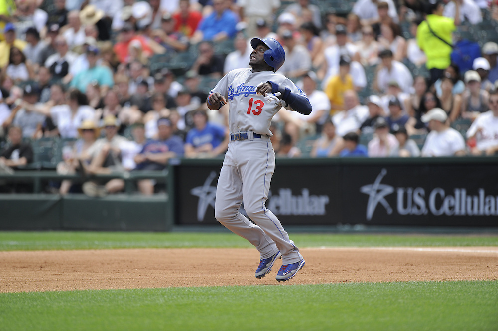 CHICAGO - JUNE 25:  Orlando Hudson #13 of the Los Angeles Dodgers grimaces as he avoids a line drive while running the bases against the Chicago White Sox on June 25, 2009 at U.S. Cellular Field in Chicago, Illinois.  The White Sox defeated the Dodgers 6-5 in 13 innings.  (Photo by Ron Vesely)