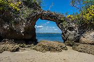 The Pedra Furada, Pedra Furada Island, Barra Grande Bay, Maraú Peninsula, in the brazilian state of Bahia. The Pedra Furada, a hole made by the tide action on the rock, is considered the main spot in the cruise around the Barra Grande Bay. Diego Murray / 4See