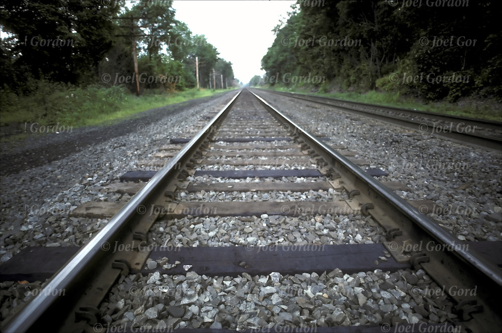 Linear Perspective Psychology Example Railroad tracks the Po...