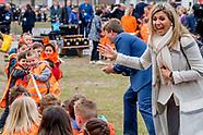 Koning Willem-Alexander en Hare Majesteit Koningin Maxima geven vrijdagochtend 21 april op basisscho