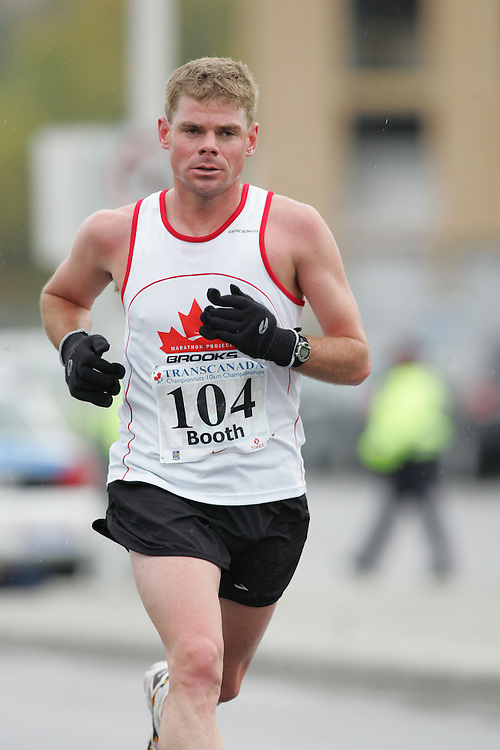 (13/10/2007--Ottawa) TransCanada 10K Canadian Championship run by Athletics Canada. The athlete in action is MIKE BOOTH