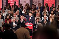19 MAR 2017, BERLIN/GERMANY:<br /> Sigmar Gabriel, SPD, Bundesaussenminister und scheidender SPD Parteivorsitzender, winkt den Delegierten zu, nach seiner Abschiedsrede, a.o. Bundesparteitag, Arena Berlin<br /> IMAGE: 20170319-01-011<br /> KEYWORDS: party congress, social democratic party