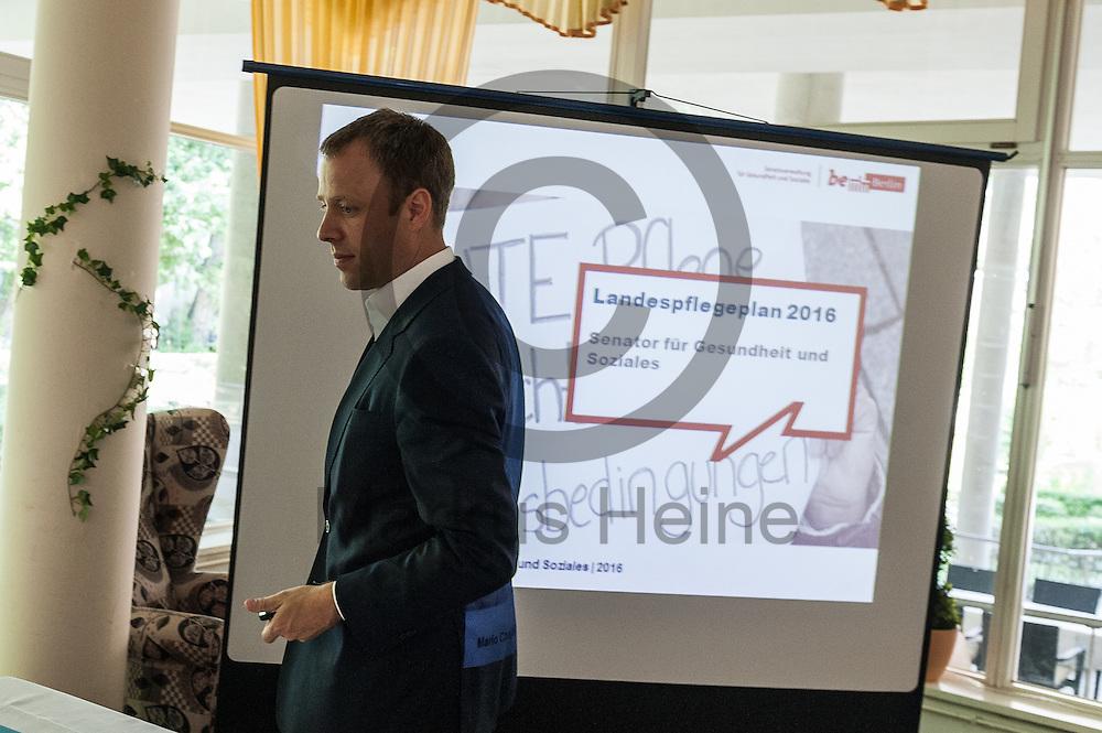 Der Senator f&uuml;r Gesundheit und Soziales Mario Czaja (CDU) betritt w&auml;hrend der Vorstellung des Landespflegeplan am 08.06.2016 in Berlin, Deutschland den Saal. Der Landespflegeplan behandelt Themen der &auml;lter werdenden Stadt und Antworten auf die kommenden Herausforderungen. Foto: Markus Heine / heineimaging<br /> <br /> ------------------------------<br /> <br /> Ver&ouml;ffentlichung nur mit Fotografennennung, sowie gegen Honorar und Belegexemplar.<br /> <br /> Bankverbindung:<br /> IBAN: DE65660908000004437497<br /> BIC CODE: GENODE61BBB<br /> Badische Beamten Bank Karlsruhe<br /> <br /> USt-IdNr: DE291853306<br /> <br /> Please note:<br /> All rights reserved! Don't publish without copyright!<br /> <br /> Stand: 06.2016<br /> <br /> ------------------------------w&auml;hrend der Vorstellung des Landespflegeplan am 08.06.2016 in Berlin, Deutschland. Der Landespflegeplan behandelt Themen der &auml;lter werdenden Stadt und Antworten auf die kommenden Herausforderungen. Foto: Markus Heine / heineimaging<br /> <br /> ------------------------------<br /> <br /> Ver&ouml;ffentlichung nur mit Fotografennennung, sowie gegen Honorar und Belegexemplar.<br /> <br /> Bankverbindung:<br /> IBAN: DE65660908000004437497<br /> BIC CODE: GENODE61BBB<br /> Badische Beamten Bank Karlsruhe<br /> <br /> USt-IdNr: DE291853306<br /> <br /> Please note:<br /> All rights reserved! Don't publish without copyright!<br /> <br /> Stand: 06.2016<br /> <br /> ------------------------------