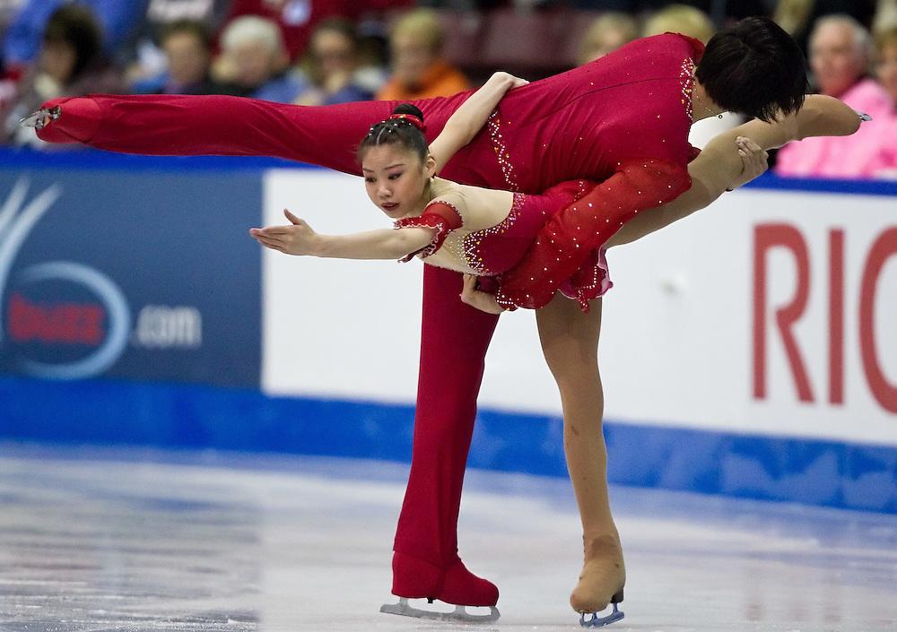 GJR324 -20111028- Mississauga, Ontario, Canada-  Xiaoyu Yu and Yang Jin of China skate their short program at Skate Canada International, October 28, 2011.<br /> AFP PHOTO/Geoff Robins