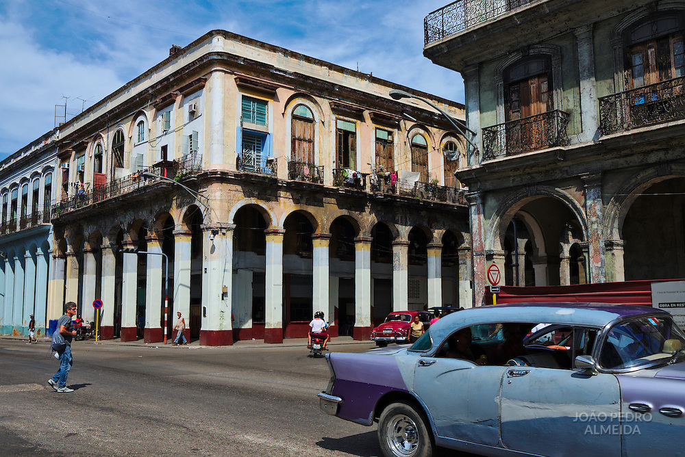 A busy corner of Habana Vieja, nearby the Capitol.