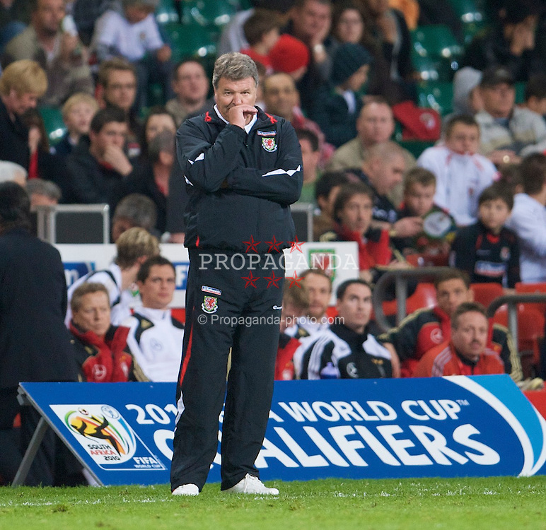 CARDIFF, WALES - Wednesday, April 1, 2009: Wales' manager John Toshack MBE during the 2010 FIFA World Cup Qualifying Group 4 match against Germany at the Millennium Stadium. (Pic by David Rawcliffe/Propaganda)