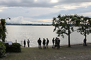 Zug lake, Canton of Zug, Switzerland / Lac de Zoug, Canton de Zug, Suisse, des business men se détendent après le travail.