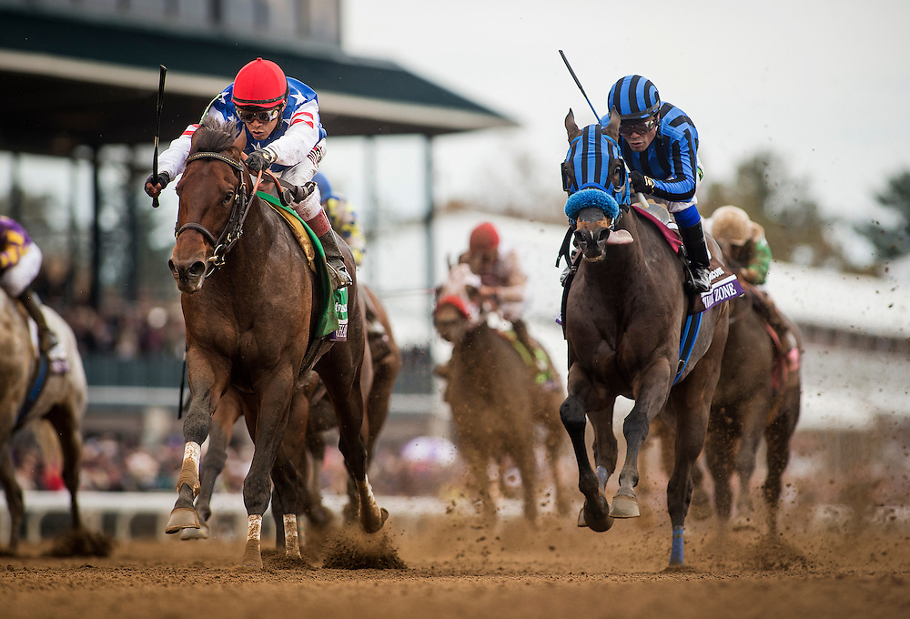 October 31, 2015: Runhappy with Edgar Prado up defeat Private Zone and Martin Pedroza to win the  Breeders' Cup Sprint at Keeneland Race Track in Lexington, Kentucky. Evers/ESW/CSM