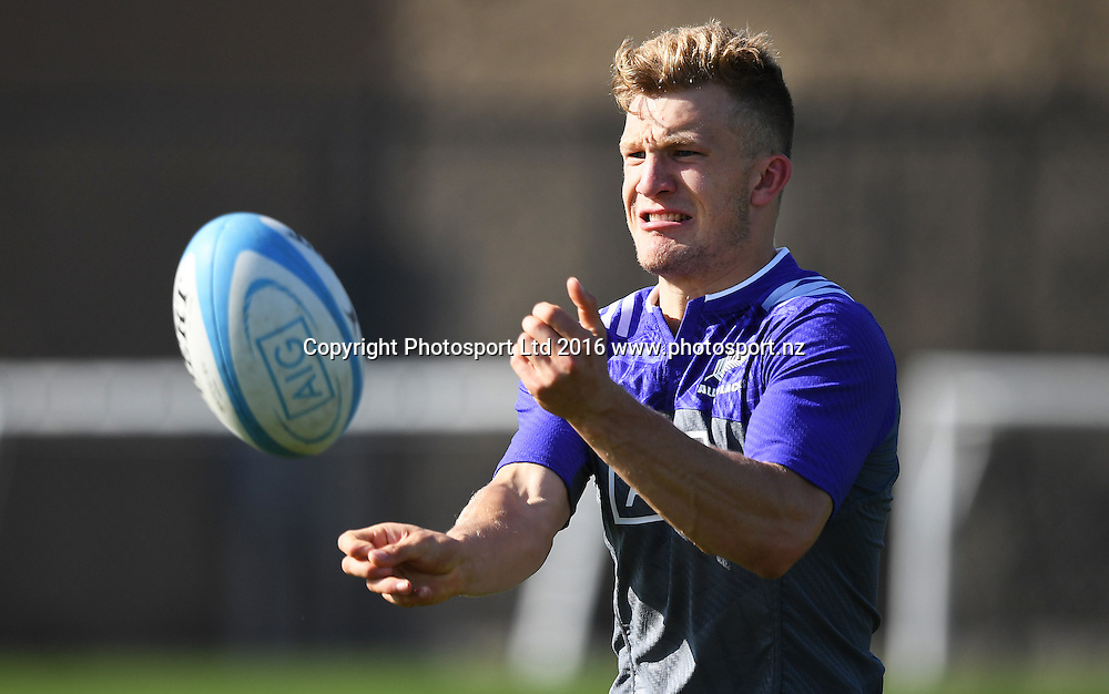 Damian McKenzie during an All Blacks rugby training session at Toyota Park in Chicago, USA. Tuesday 1 November 2016. © Copyright Photo: Andrew Cornaga / www.Photosport.nz