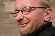 30.03.2006 Warszawa. Aktor Andrzej Mastalerz przed Teatrem Studio w PKiN. Fot. Piotr Gesicki. Andrzej Mastalerz actor in front of Studio Theater in PKiN in Warsaw Poland photo Piotr Gesicki