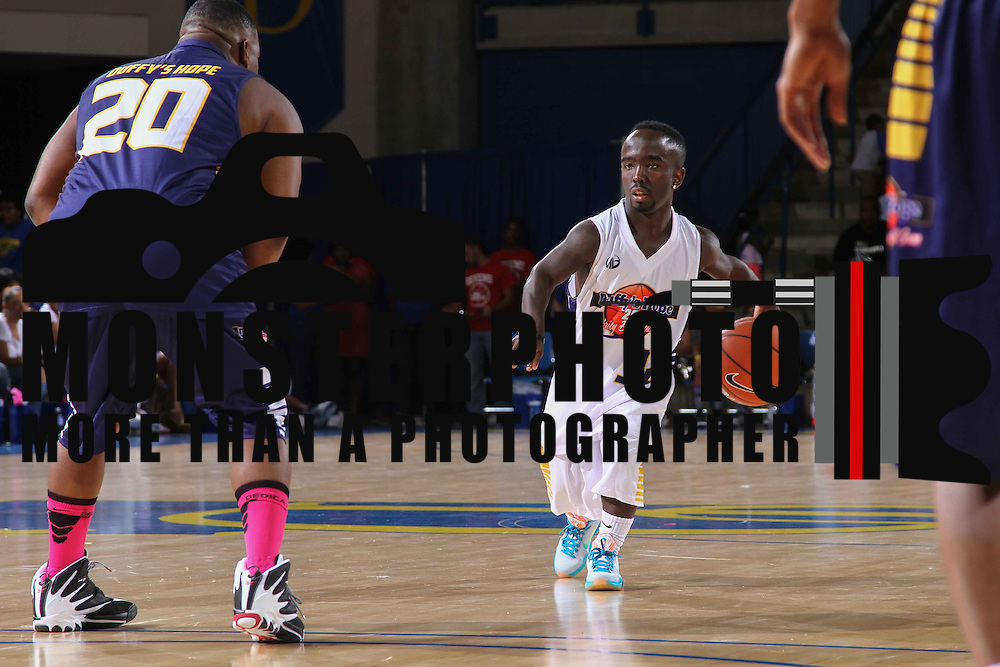 Mani Love (32) dribbles the ball down court in the second half of The 2015 Duffy's Hope Celebrity Basketball Game Saturday, August 01, 2015, at The Bob Carpenter Sports Convocation Center, in Newark, DEL.    <br /> <br /> Proceeds will benefit The Non-Profit Organization Duffy's Hope Youth Programming.