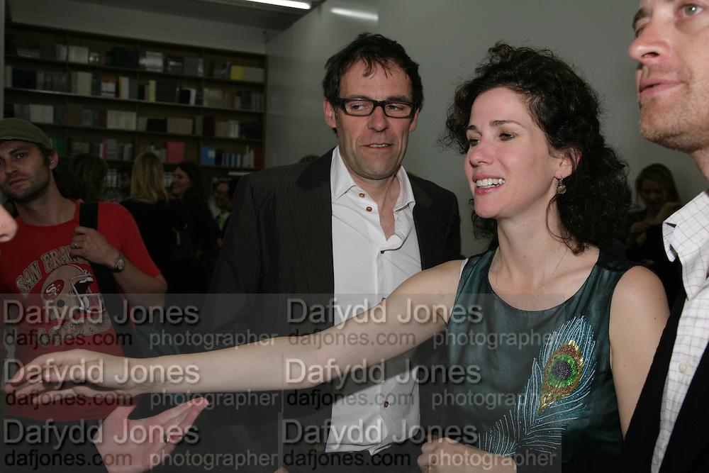 Dexter Dalwood and Mollie dent-Brocklehurst, Jeff Koons: Hulk Elvis. private view. Gagosian Gallery. 18 1une 2007.  -DO NOT ARCHIVE-© Copyright Photograph by Dafydd Jones. 248 Clapham Rd. London SW9 0PZ. Tel 0207 820 0771. www.dafjones.com.