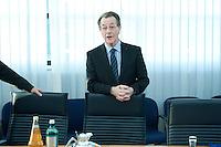 05 JAN 2009, BERLIN/GERMANY:<br /> Franz Muentefering, SPD Parteivorsitzender, vor Beginn der Sitzung der SPD -Koordinierungsrunde-Bund-Laender-Komunen, Willy-Brandt-Haus<br /> IMAGE: 20090105-01-009<br /> KEYWORDS: Franz M&uuml;ntefering