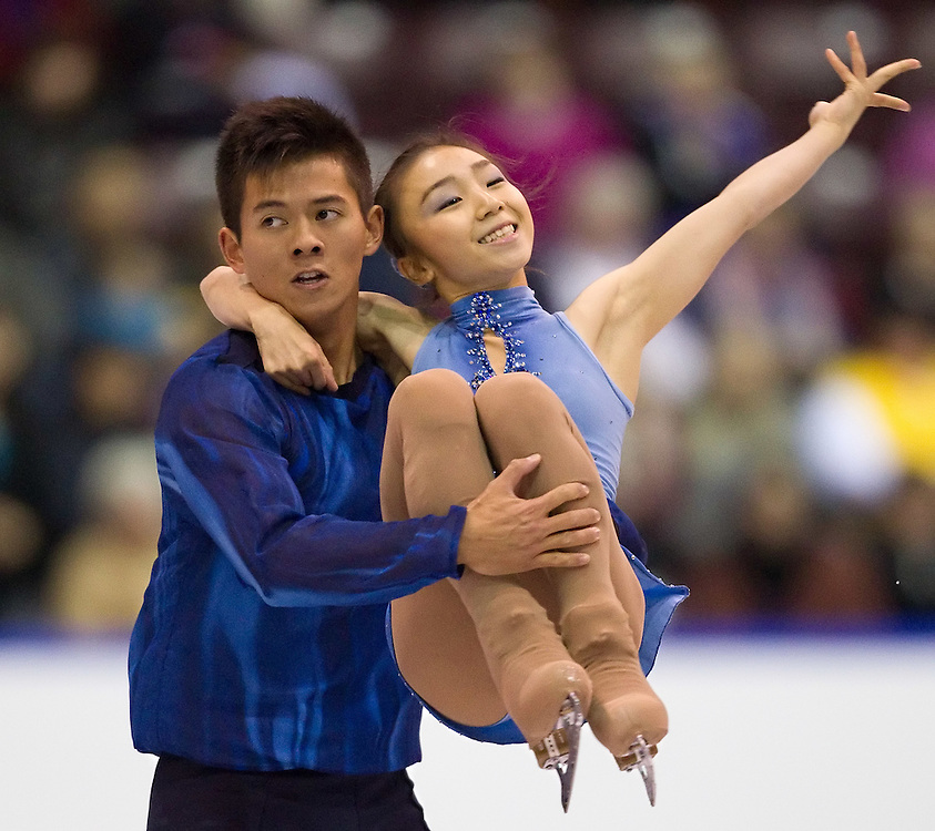 GJR316 -20111028- Mississauga, Ontario, Canada-  Narumi Takahashi  and Mervin Tran of Japan skate their short program at Skate Canada International, October 28, 2011.<br /> AFP PHOTO/Geoff Robins