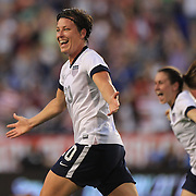 Abby Wambach becomes greatest goal scorer in international soccer