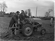 26/03/1953.03/26/1953.26 March 1953.Tractor demonstration of the Monarch, distributed by Lincoln and Nolan.