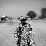La ville de Bor, etat du Jonglei au Sud Soudan a été reprise par l'armée nationale, le SPLA, le Vendredi 17 Janvier. Les soldats du SPLA patrouillent dans la ville mise sans dessus dessous.